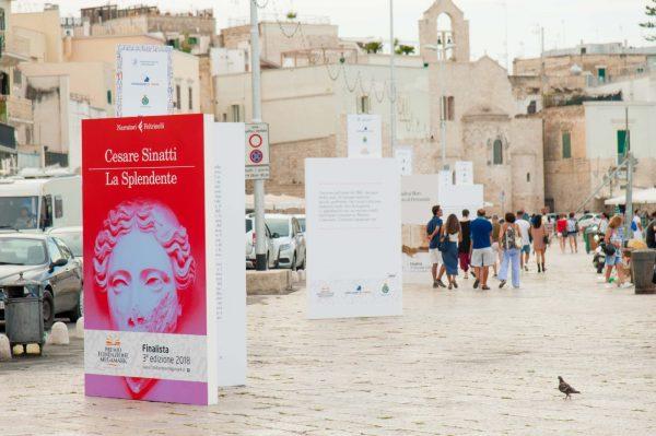 """Campagna ambient """"libri giganti"""" Premio Fondazione Megamark 2018"""