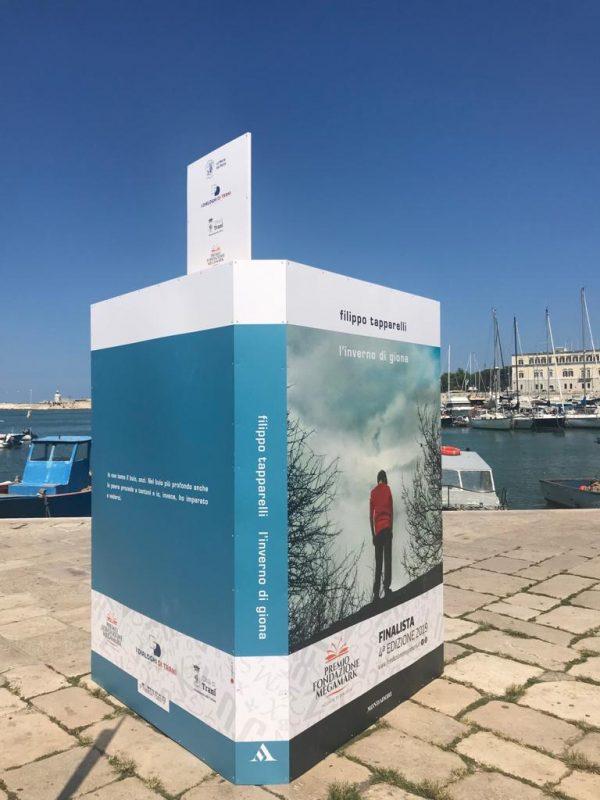 """Campagna ambient """"libri giganti"""" Premio Fondazione Megamark 2019"""